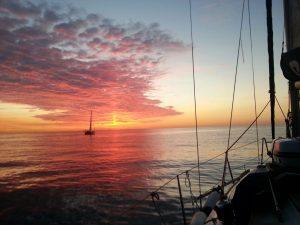 Fotografia del amanecer en la travesia ANAVRE CANARIAS, desde el SONDEMAR